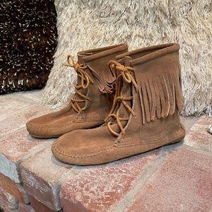 Minnetonka Moccasin Fringe Ankle Bootie Boots sz 8